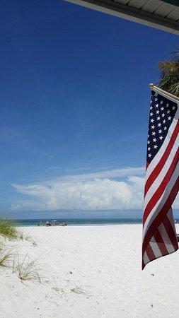 Mariner Beach Club: 20160803_112900_large.jpg