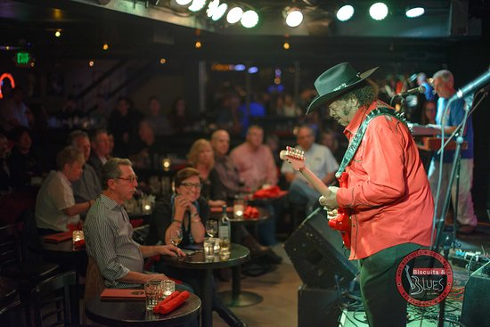 Biscuits & Blues: Blues legend Guitar Shorty onstage!