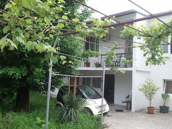 "Цагери, Грузия: HOTEL ""khvamli 2002"""
