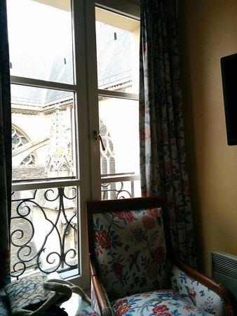 Le Relais du Louvre: Window view