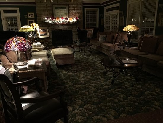 Hippensteal's Mountain View Inn: We love this common area.