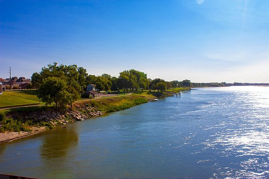 Yankton, SD: View of Riverside Park from the bridge