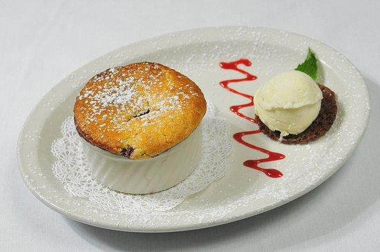 Clarke's Restaurant : Berry Cobbler