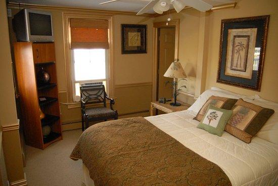 The Ocean View Inn: Deluxe Queen Room with Ocean View