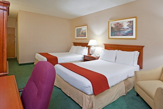 Holiday Inn Express Warren: Double Bed Guest Room