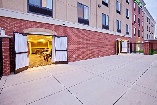 Holiday Inn Express Indianapolis - Southeast: Guest Patio
