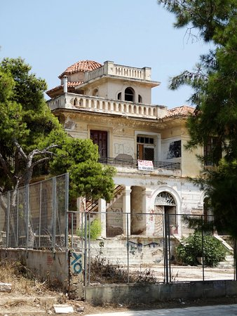 Four Seasons Hotel: the ruins of the house next door to the Emmantina