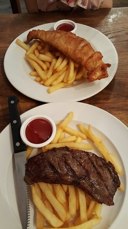 Brightlingsea, UK: Childrens fish and steak with chips