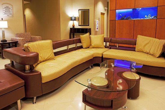 Holiday Inn Jacksonville E 295 Baymeadows: Great place to relax and enjoy the hotel center stage.