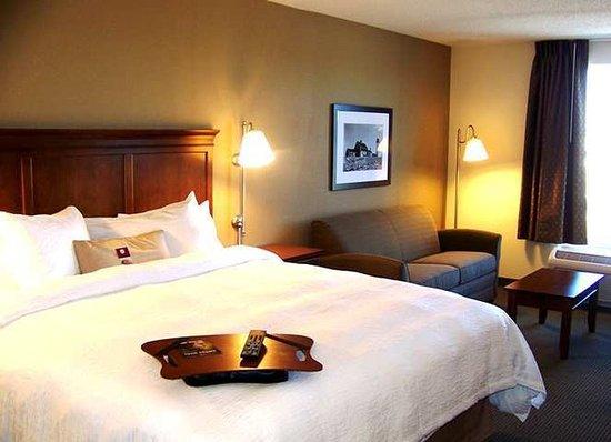 Hampton Inn South Kingstown - Newport Area: Guest Room