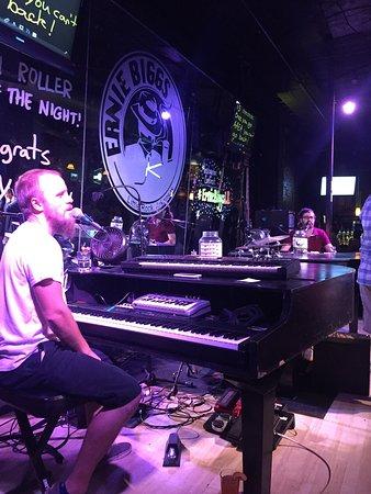 Ernie Biggs Dueling Piano Bar: photo0.jpg
