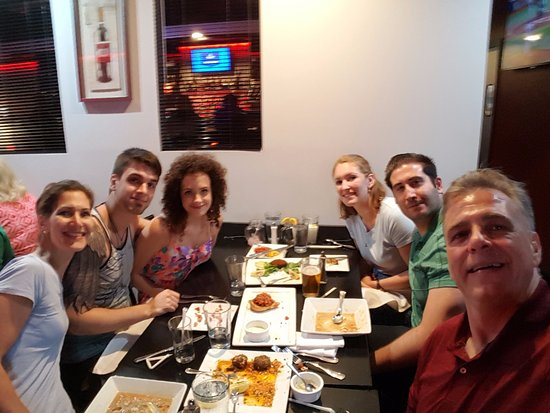 Islip, Нью-Йорк: Great fun family meal at THE PLATE