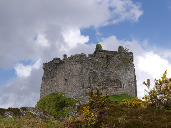 Lochaber, UK : Solid walls on eastern side of Castle Tioram