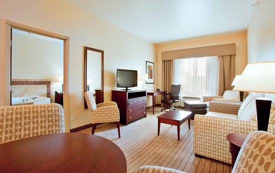 Holiday Inn Express Hotel & Suites Exmore: Enjoy the lovely stay in the Two room suite with Whirlpool