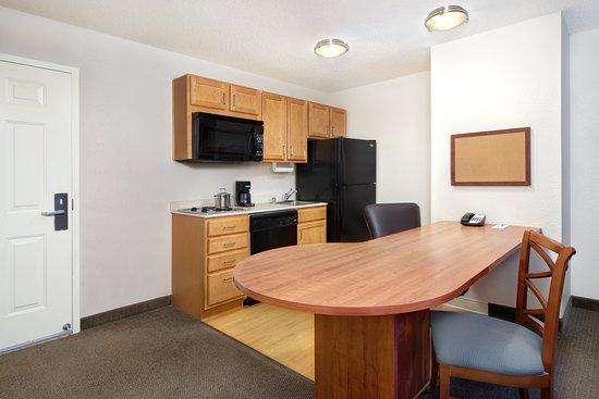 Candlewood Suites Kenosha : One Bedroom Suite kitchen
