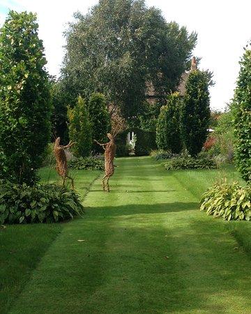 Stillingfleet, UK: Willow Art