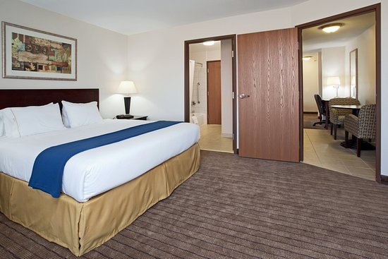 Holiday Inn Express Buffalo : King Executive Suite