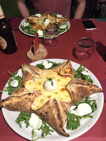 Villa del Cedro: Nach Pizza Stella fragen lohnt sich! Steht nicht auf der Karte aber ist super lecker.