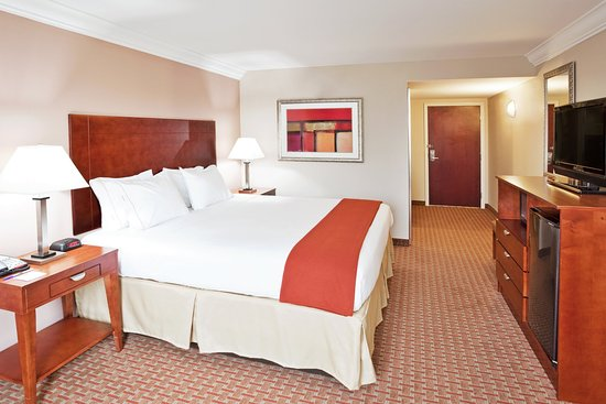 Holiday Inn Express & Suites Niagara Falls: King Bed Guest Room
