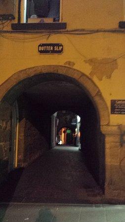 Kilkenny, Irlanda: Entrance to butter slip
