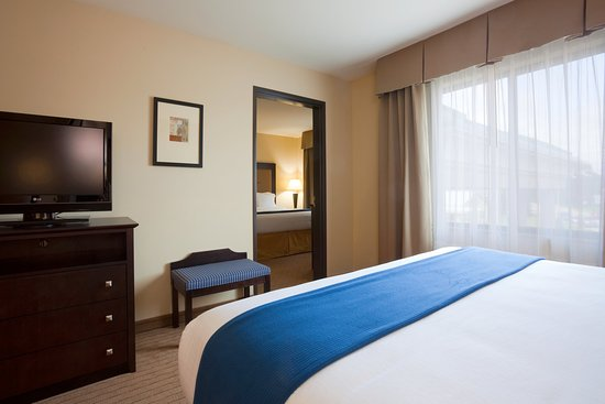 Holiday Inn Express Hotel & Suites Madison-Verona: Two Bedroom-Two King Suite with Sofa Sleeper