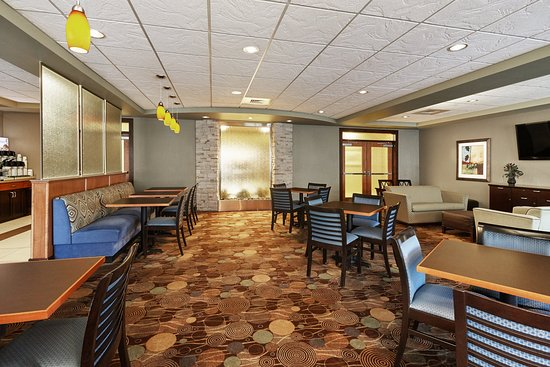 Verona, WI : Enjoy breakfast in our Breakfast Area