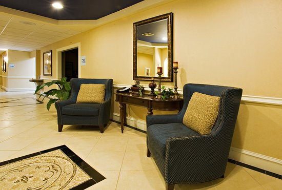 Holiday Inn Express Hotel & Suites Andrews: Lobby Lounge