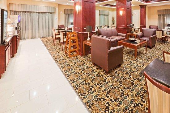 Holiday Inn Express Hotel & Suites Oklahoma City West-Yukon: Breakfast Area