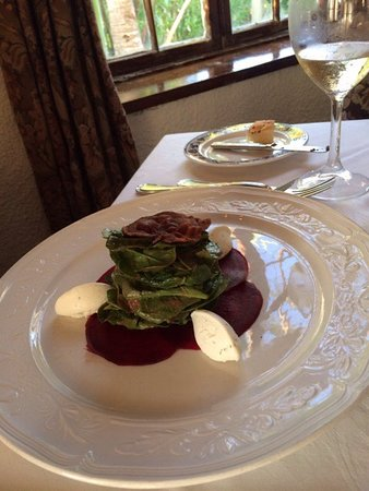 Tom Moore's Tavern: Spinach,Beet Carpaccio, Goat Cheese Salad