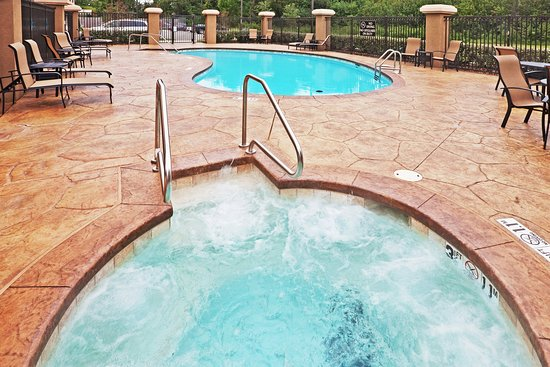 Holiday Inn Express Hotel & Suites Durant: Whirlpool