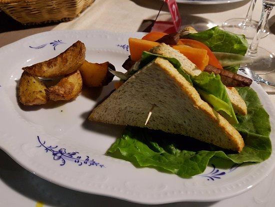 Country House Pro Vobis : Club sandwich con tofu marinato e patate al forno