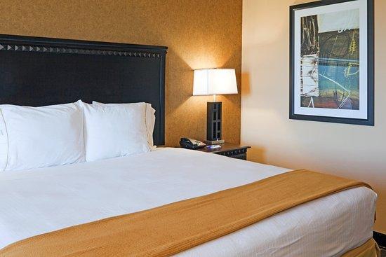 Ennis, TX: King Bed Guest Room