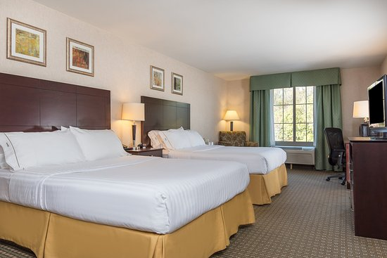 Haskell, NJ: Two Queen Guest Room