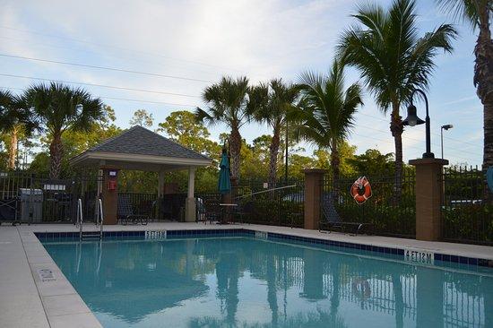 Candlewood Suites Fort Myers Sanibel / Gateway: Swimming Pool
