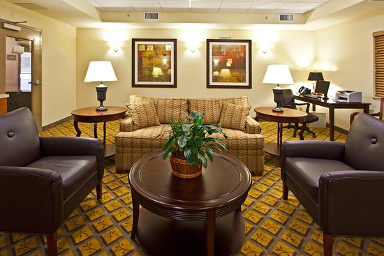 Candlewood Suites Fort Myers Sanibel / Gateway: Lobby Lounge
