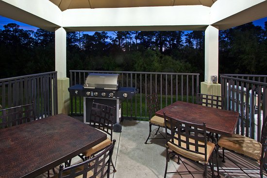 Candlewood Suites Fort Myers Sanibel / Gateway: Outdoor Gazebo Grill