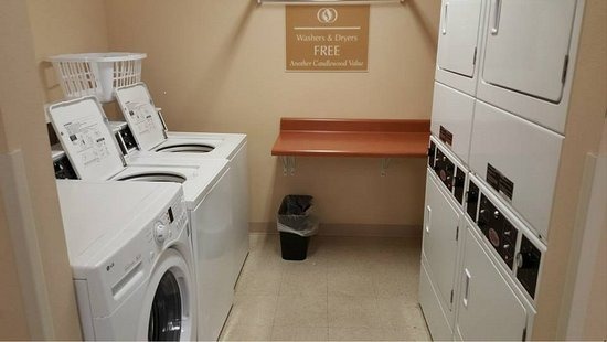 Candlewood Suites Hot Springs: Laundry Facility