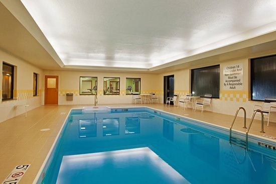 Holiday Inn Express Hotel & Suites Goshen: Swimming Pool