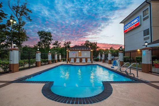 Candlewood Suites Lake Jackson: Kids will love our outdoor swimming pool open from 7 am to 10 pm