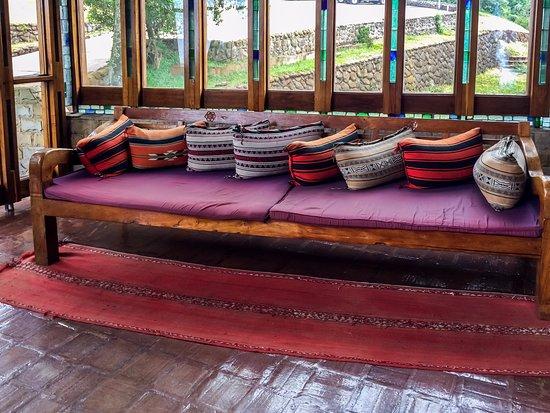 Ngorongoro Wildlife Lodge: Bench in Hotel Entrance
