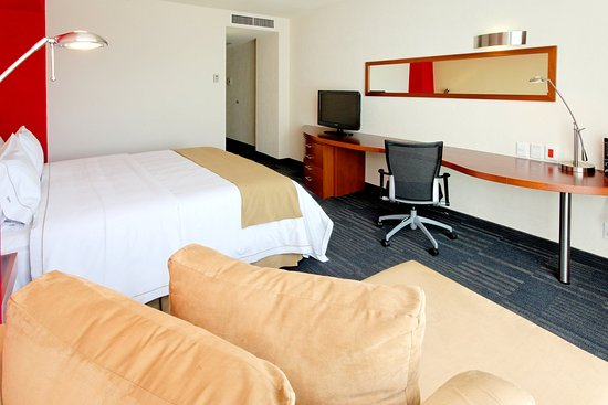Holiday Inn Express Guadalajara Expo: King Bed Guest Room