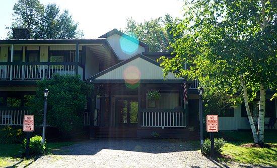 Warren, VT: The entrance of the resort.