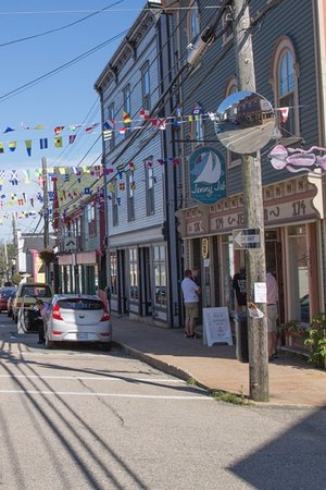 Lunenburg, Καναδάς: Love shopping on Lincoln Street!