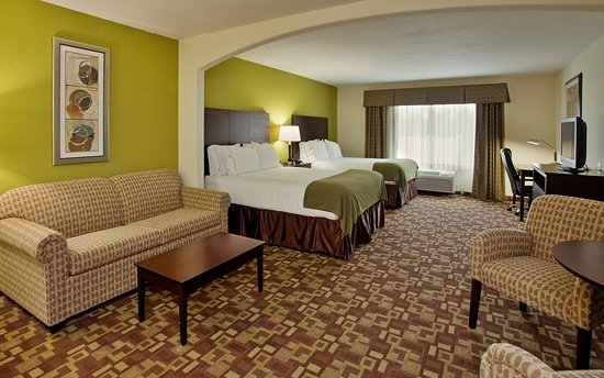 Holiday Inn Express Hotel & Suites Kansas City Sports Complex: Two Queen Suite