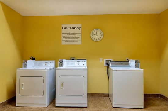 Holiday Inn Express Hotel & Suites Kansas City Sports Complex : Coin Operated Laundry located on site