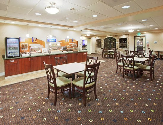 Holiday Inn Express Lodi : Breakfast Bar