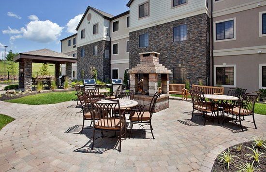 Independence, MO: Guest Patio