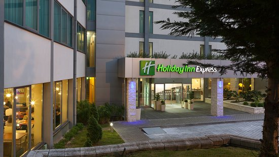 Prior Velho, Portugal: Hotel exterior main entrance with a green environment.