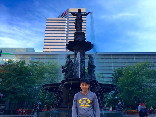 Fountain Square: Very Cool Fountain