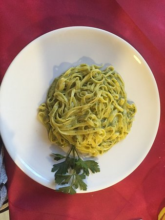Calzolaro, Italia: Delicious home made pasta pesto!